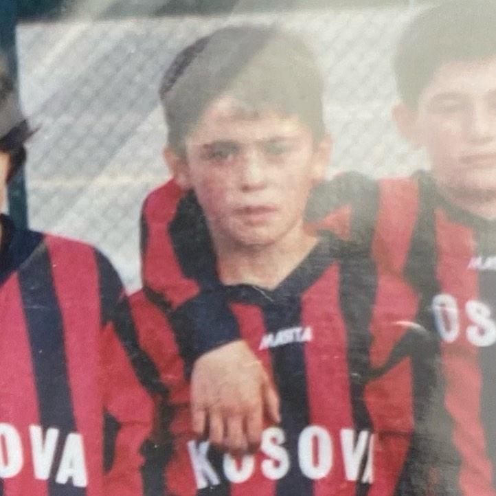 En ung och hungrig Leutrim i den klassiska Kosova IF tröjan